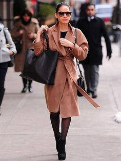 Olivia Munn in a camel coat carrying an Everlane bag