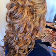 Half Up Half Down Bridal Wedding Hair Curls..Bridesmaid in two weddings heres an idea for my hair