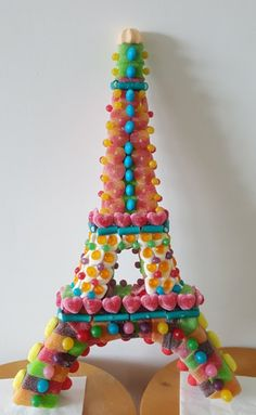 Tour Eiffel, Eiffel Tower Cake, Rainbow Treats, Candy Cakes, Candy Table, Candy Party, Fruit Art, Food Crafts, Chocolates