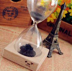 Relojes de arena magneticos para decorar el hogar. Original reloj con polvo de hierro y soporte de madera con imán. Regalos y gadgets divertidos y curiosos en Yougamebay.