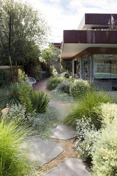 Stunning Grass Garden Ideas for Backyard #modernlandscapedesign