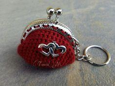 Llavero-monedero rojo con dos corazones
