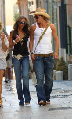 Victoria David Beckham on holiday in St Tropez, 2005 Victoria And David, David And Victoria Beckham, David Beckham, Victoria Beckham Outfits, Victoria Beckham Style, Bend It Like Beckham, Summer Outfits, Cute Outfits, Autumn Fashion 2018
