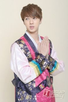 [Picture/Media] BTS New Years Special Greetings with Hanbok Style Pt.2 [140130]