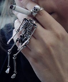 Only the cigarette is scary/ 3 Part Skeleton Body Ring Heart Pendant Necklace, Heart Earrings, Skeleton Body, Skull And Bones, Gothic Jewelry, Mode Style, Fashion Necklace, Fashion Jewelry, Jewelry Accessories