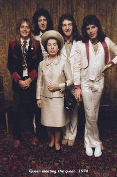 Queen Freddie Mercury, John Deacon, Queen Photos, Queen Pictures, Brian May, I Am A Queen, Save The Queen, Queen Queen, Queen Banda
