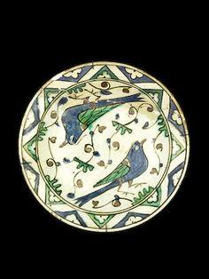Iznik pottery dish, Turkey, first half of the 17th century.