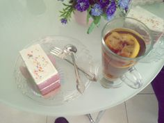i like cake and lemon tea very much