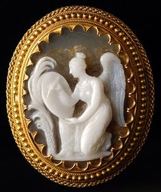 Agate cameo of the goddess Victory burning the exploits of a hero on a round shield. Probably Italy, first half of the 18th century