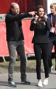 23 April 2017 - William, Kate and Harry attend Virgin Money London Marathon Kate Middleton Family, Kate Middleton Prince William, Kate Middleton Style, Duchess Kate, Duke And Duchess, Duchess Of Cambridge, Princess Kate, Princess Charlotte, Kate And Harry