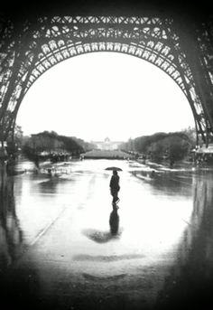 """#despertar """"Aquele que vê qualquer defeito no seu amigo, é como se este estivesse a olhar para o espelho, se a face de um está suja, é isto o que ele vê no espelho. Se a face de um está limpa, ele não vê defeitos no espelho. Como um é, assim um vê."""" Baal Shem Tov, Luz dos Olhos  Sabrinaa Lilla Cool Pictures, Beautiful Pictures, Cool Photos, Interesting Photos, Tour Eiffel, Amazing Photography, Art Photography, Illusion Photography, Surrealism Photography"""