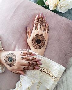 Stylish Back Hand Mehndi Designs from Umamah B - Fashion Simple Mehndi Designs Fingers, Pretty Henna Designs, Modern Henna Designs, Henna Tattoo Designs Simple, Finger Henna Designs, Back Hand Mehndi Designs, Henna Art Designs, Modern Mehndi Designs, Wedding Mehndi Designs