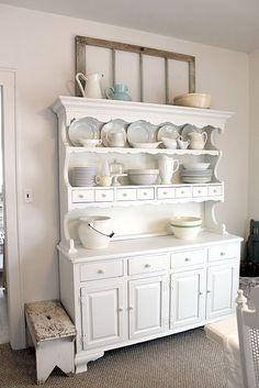The Wicker House: Decorating a Kitchen Wall & Window Frames White Furniture, Shabby Chic Furniture, Painted Furniture, Diy Furniture, Painted Hutch, Refurbishing Furniture, Furniture Design, Modern Kitchen Design, Interior Design Kitchen