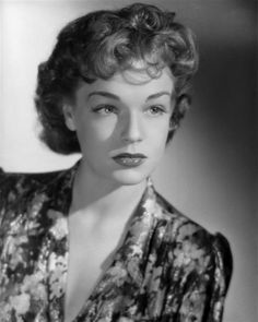 French actress Simone Signoret, studio portrait by Sam Lévin, 1947