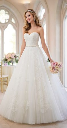 Wedding Dress Inspiration – Stella York – MODwedding – Famous Last Words Ballroom Wedding Dresses, Top Wedding Dresses, Cute Wedding Dress, Wedding Dress Trends, Princess Wedding Dresses, Bridal Dresses, Flattering Wedding Dress, Civil Wedding, Anne Barge