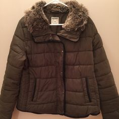 Olive Green Puffer Jacket w Fur Trim Olive green puffer jacket by Old Navy. Fur trim and faux leather piping. Size Large. Great condition! Old Navy Jackets & Coats Puffers
