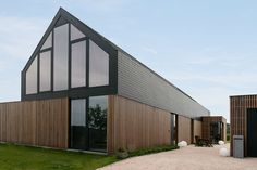 Modern barn house situated in Nukerke, Belgium, designed by Sito-Architecten (Architecture)