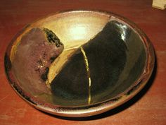 stoneware bowl with gold Ceramic Tableware, Ceramic Art, Stoneware Clay, Serving Bowls, Ceramics, Gold, Hall Pottery, Clay Crafts, Mixing Bowls