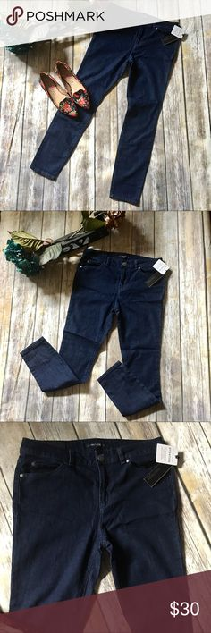Daisy Fuentes Mid Rise Jegging Daisy Fuentes Dark blue mid rise jegging. Size 8P. New with out tags. Light jean material. Stretch Denim for added comfort. Fitted through leg. 30 inch waist with 27 inch inseam. Daisy Fuentes Jeans