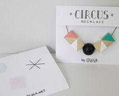 Collar de cubos madera hecho a mano CIRCUS · Geométrico · Triángulos