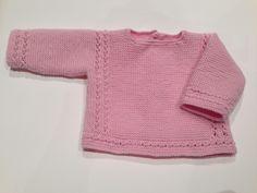Jersey de bebe color rosa hecho a mano