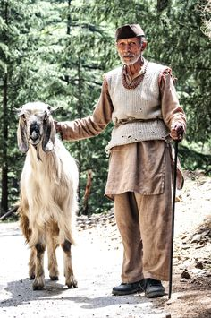 The Big Himalayan Goat and the Shepherd from Himachal Pradesh Rain Shadow, Goat Care, Shiva Statue, The Shepherd, People Of The World, India Travel, Himalayan, Incredible India, Farm Animals