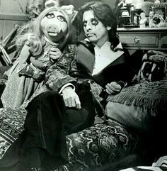 Alice Cooper & Miss Piggy.