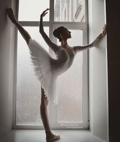 ballerina Stefanija Gashtarska with the Bolshoi Ballet Academy Photo © Iris Alina Photography Ballet Images, Ballet Pictures, Dance Pictures, Ballet Art, Ballet Dancers, Ballerinas, City Ballet, Bolshoi Ballet, Belly Dancing Classes