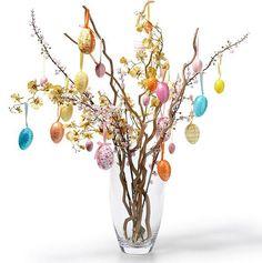 Árvore com ovos nos galhos. Super charmosa!