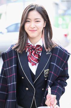 K-Pop Babe Pics – Photos of every single female singer in Korean Pop Music (K-Pop) Kpop Girl Groups, Korean Girl Groups, Kpop Girls, K Pop, Chuncheon, New Girl, Girls Generation, K Idols, South Korean Girls