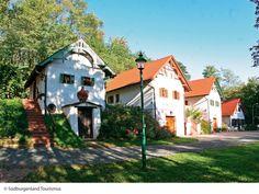 Das Weinmuseum in Moschendorf  Es liegt ca. 25 Autominuten von unserem Thermenhotel PuchasPLUS entfernt. Hotels, Museum, Places To Go, Cabin, House Styles, Decor, Hotel Bedrooms, Road Trip Destinations, Adventure