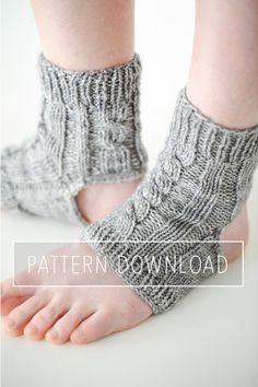 K N I T T I N G // P A T T E R N // Yoga Socks by 12LittleThings
