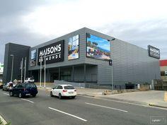 Nouveau store Maisons Du Monde en Espagne àBarcelone Montigala. Réalisation des caissons lumineux LightBox sur les façades.