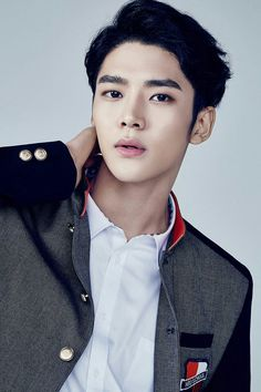 Kim Seok Woo, better known by his stage name Rowoon, was in the trainee boy dance group FNC NEO School / NEOZ. Pledis Entertainment, Starship Entertainment, Click Your Heart, Neoz School, Full Brows, Sf 9, Monsta X Hyungwon, Jung Hyun, Pop Idol