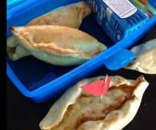 Recipe Chicken Boats for lunch boxes by learn to make this recipe easily in your kitchen machine and discover other Thermomix recipes in Baking - savoury. Lunch Box Recipes, Great Recipes, Lunchbox Ideas, Recipe Chicken, Chicken Recipes, Lunch Boxes, Dry Yeast, Creative Food, Tray Bakes