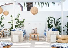 Love this outdoor living room area setup and the gorgeous pendants used for decor! so cozy and with rustic farmhouse or nautical beach house feel! Interior Decorating Tips, Farmhouse Style Decorating, Outdoor Lounge, Outdoor Living, Riverside Pool, Living Spaces, Living Room, Home Comforts, Lounge Furniture