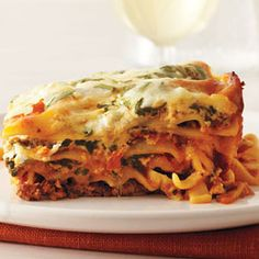 All the flavor, none of the fuss: Slow Cooker Lasagna #pasta #slowcooker #recipes