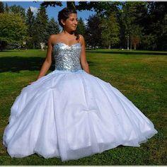 Tyto šaty patří těm kdo miluji veliké tylové sukně