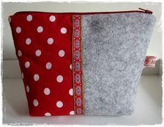 Kosmetiktasche, Materialmix Filz Grau & Stoff Rot-Weiß, Filztasche,