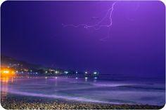 Rayo durante tormenta en Puerto de la Libertad, El Salvador