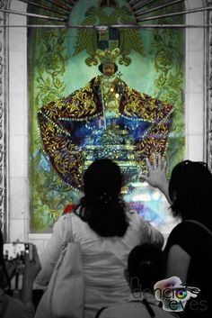 The image of the Sto. Niño de Cebu is the oldest religious image in the Philippines. The wooden image, made by Flemish artisans, was brought to the island by Ferdinand Magellan in 1521, just like the Magellan cross. Magellan gave the image  Sto. Niño to Queen Juana as a baptismal gift.  In 1565, Cebu was for a big part destroyed by a fire. The fire was set on purpose by the Spaniards as a punishment for hostile activities of the Cebuanos.  In one of the burned houses, a Spanish soldier…