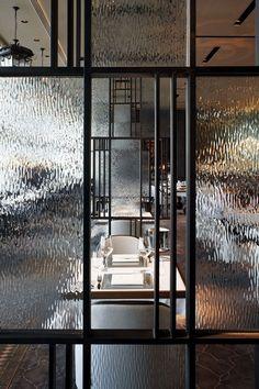 love this restaurant. french window HK. Te gek inspiratie beeld glazen deuren met staal. Op zoek naar? #Dekru #iron #framed #doors #taatsdeuren #stalen deuren #pivot #deuren #casas #homes #vidrio #glass #vidro #puertas #doors #portas #stalen #black doors #internal #glass #steel #Stålglaspartier 인테리어의 핫 아이템 폴딩도어 ~ > 인테리어 이야기 | 웰컴아이 - 세상의 모든 견적 다 모여라~www.molitli-interieurmakers.nl