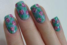 Unha floral decorada, unha decorada, unhas, nail art, floral nail art, nails    http://www.dicasdemulher.com.br/unhas-decoradas-com-estampa-floral/