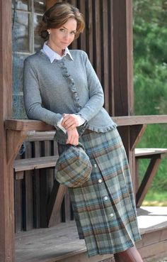 A masterful combination of practicality and refined good looks, our ladies Tweed horn button skirt gives you all the natural warmth of pure wool. Modest Outfits, Skirt Outfits, Modest Fashion, Fashion Outfits, Womens Fashion, Tartan Fashion, Look Fashion, Winter Fashion, Country Fashion