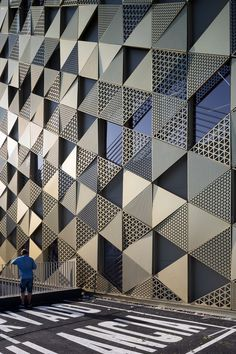 In the south of Spain, Islamic architecture makes a modern reappearance – in a hospital - News - Frameweb In Córdoba, one of the historical seats of Islamic Iberia, a new hospital by Enero Arquitectura boldly references the city's Moorish heritage. Pattern Architecture, Architecture Minecraft, Islamic Architecture, Concept Architecture, Futuristic Architecture, Facade Architecture, Architecture Geometric, Architecture Sketches, Architecture Wallpaper