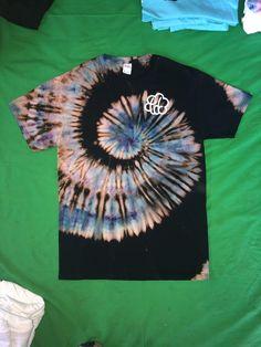 Made this reverse galaxy Spiral Tie Dye Shirt and Im really happy with it Reverse Tye Dye, Tye And Dye, How To Tie Dye, Camisa Tie Dye, Moda Tie Dye, Ty Dye, Diy Tie Dye Shirts, Tie Dye Crafts, Spiral Tie Dye