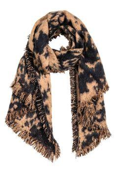 Écharpe à motif: Écharpe frangée en tissu souple. Dimensions 60x200 cm.
