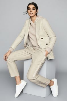 Suit Fashion, Fashion Outfits, Womens Fashion, Fashion Hats, 80s Fashion, Casual Winter Outfits, Classic Outfits, Monochrome Outfit, Power Dressing