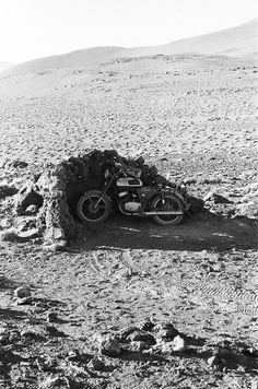 You can burn but keep the bike in the shade Motorcycle Camping, Motorcycle Adventure, Cafe Racer Moto, Desert Dream, Street Tracker, Dirtbikes, Vintage Motorcycles, Bike Life, Motocross