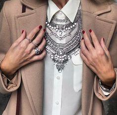 @happinessbtq necklace worn by Anna Mavridis